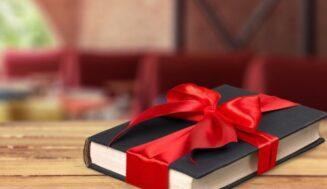 Что подарить девушке: идеи женских подарков